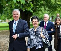 Председник Дитер Ф. Ухдорф у посети родном граду; дружење са верницима у Европи